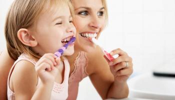 Hogyan birkózzunk meg a szájhigiéniával természetes módon